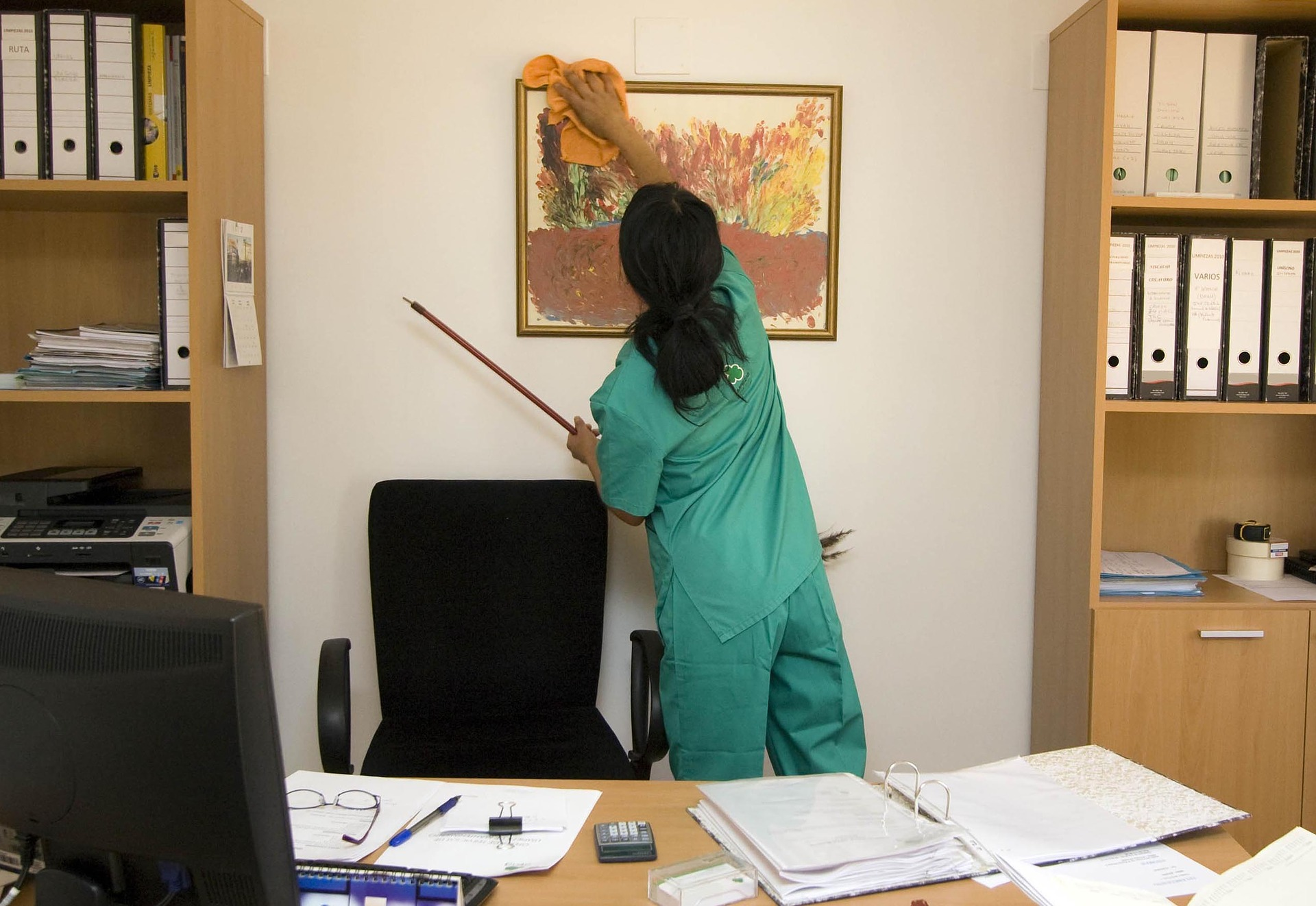 How to Clean Your Office Efficiently